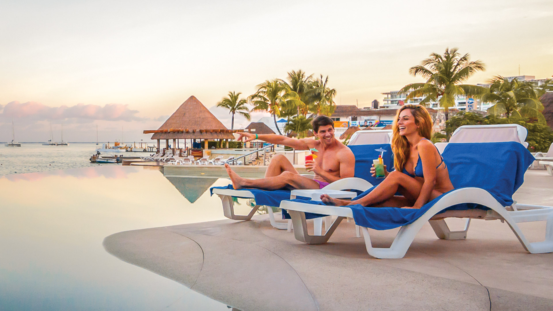 royal-holiday-hotel-resort-pareja-piscina-grand-park-royal-cozumel-mexico-cozumel